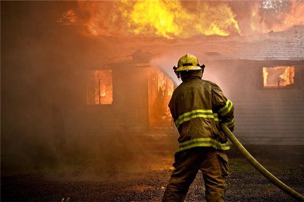 梦见火烧自己房子
