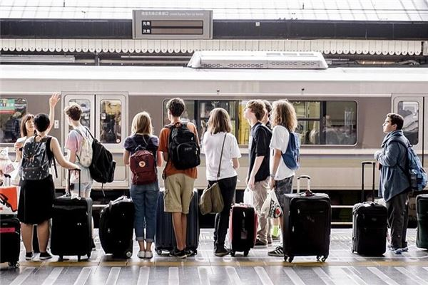 梦见在车站等车