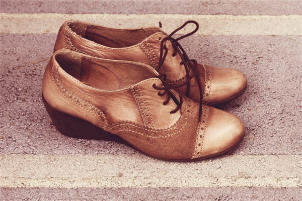 梦见别人送鞋子