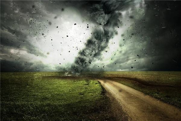 梦见黑色龙卷风