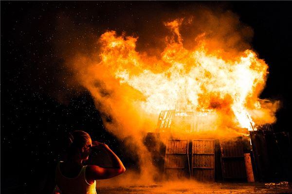 梦见老房子着火
