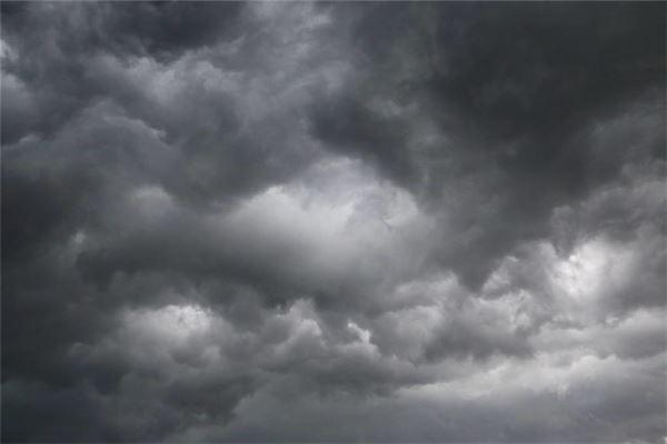 梦见天空乌云密布