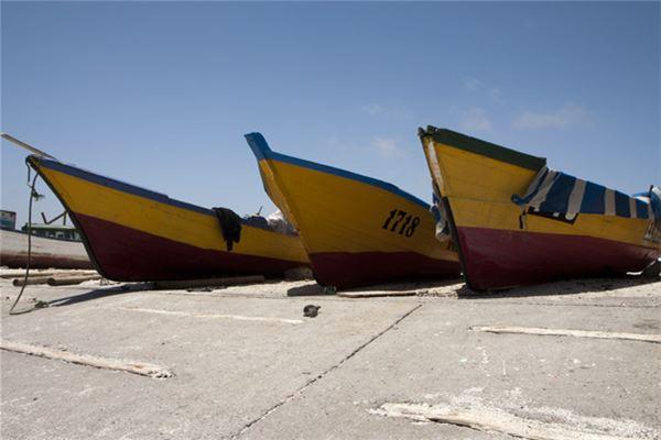 梦见船在陆地上跑