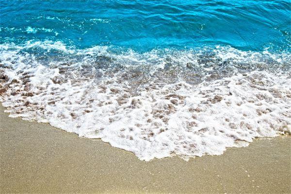 梦见海水涌上来