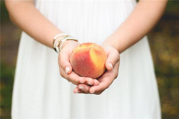 梦见买桃 卖桃