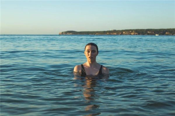 梦见在大海里洗澡