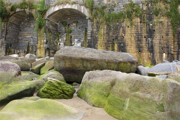 梦见巨大的岩石阻挡去路