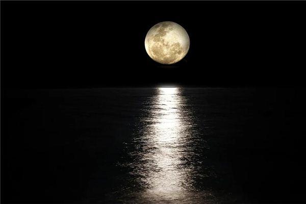 梦见月亮从海上升起来