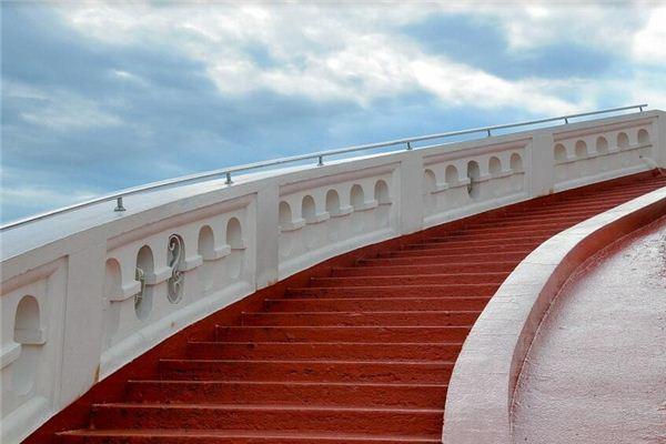 梦见楼梯 爬楼梯