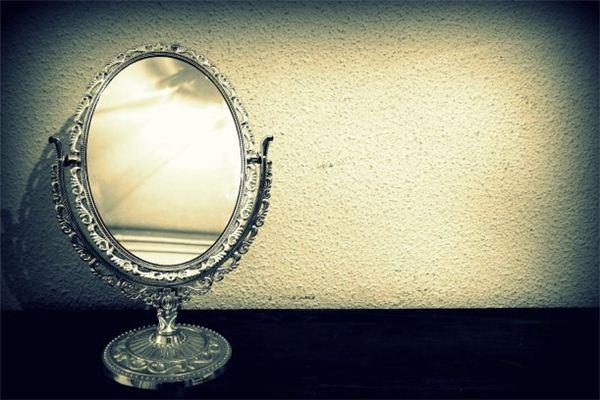 梦见镜子 照镜子