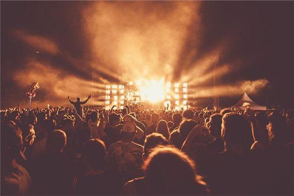梦见摇滚音乐会
