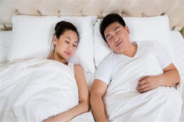 梦见女友和别的男人睡觉