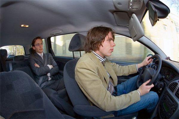 梦见别人开自己的车
