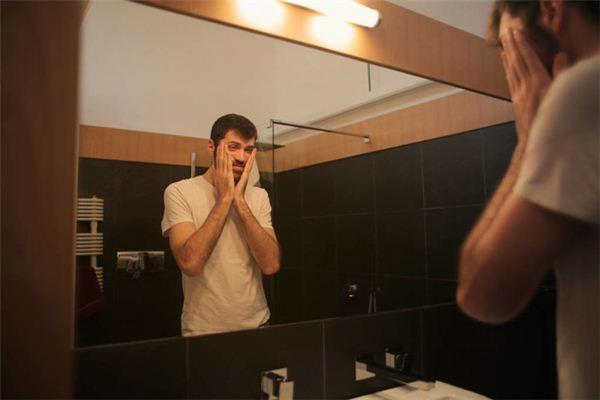 梦见镜中的影像