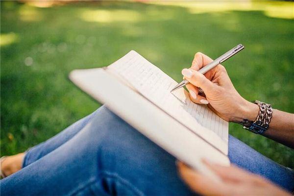 梦见写诗 读诗 朗诵诗歌