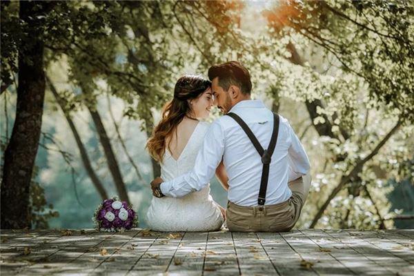 梦见老公与别的女人结婚