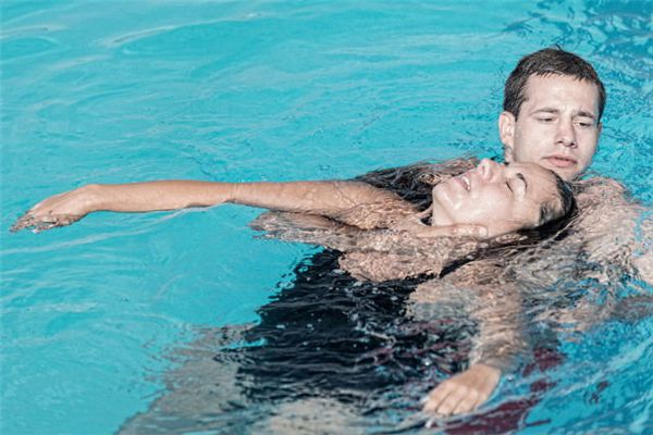 梦见溺水被救