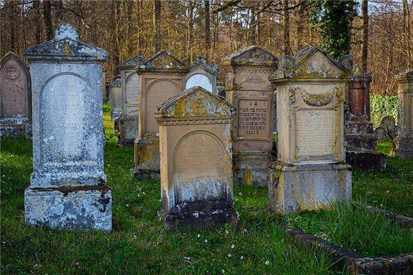 梦见坟墓裂开
