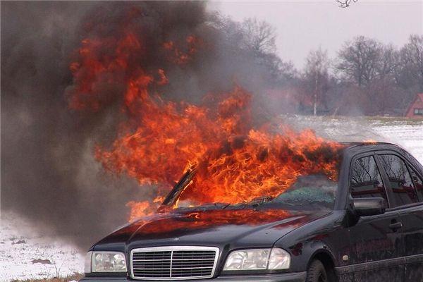 梦见汽车燃烧