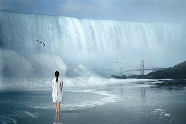 梦见大水挡路