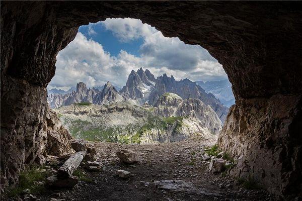 梦见爬山洞