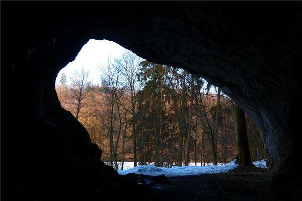 梦见钻山洞