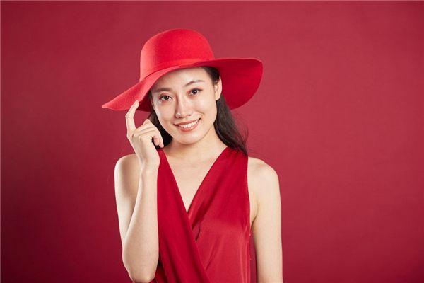 梦见戴红帽子