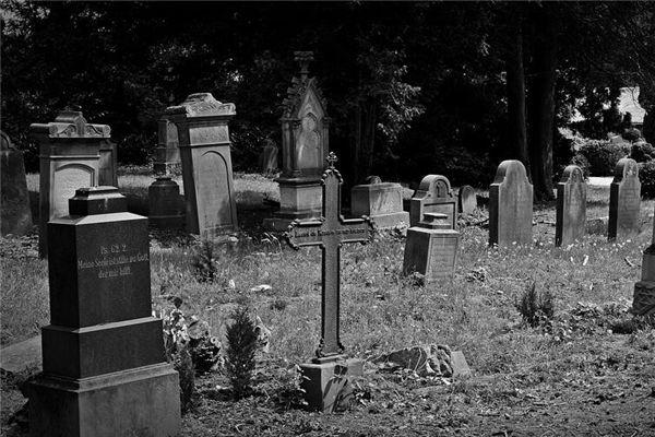 梦见路过墓地