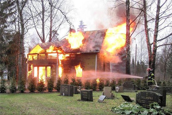 梦见墓地着火