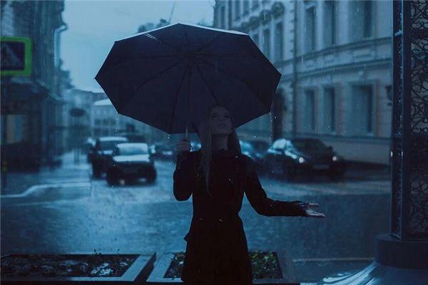 梦见送雨伞