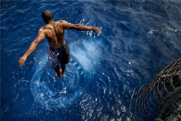 梦见有人跳海