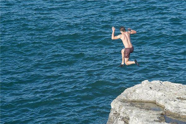 梦见跳海自杀