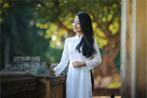梦见买白衣服