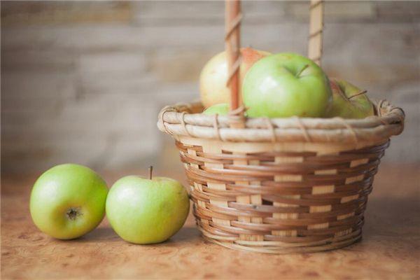 梦见摘青苹果