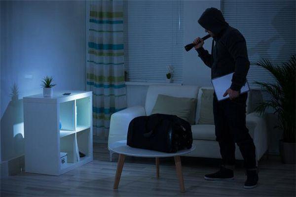 梦见贼入室