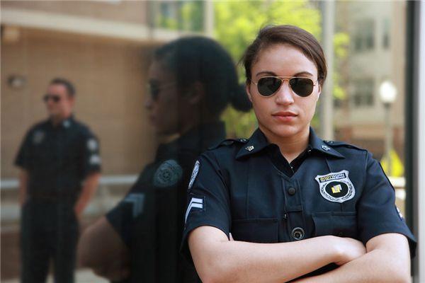 梦见与警察交谈