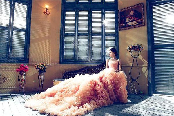 梦见穿红婚纱