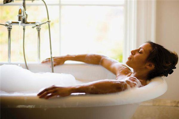 梦见在洗澡