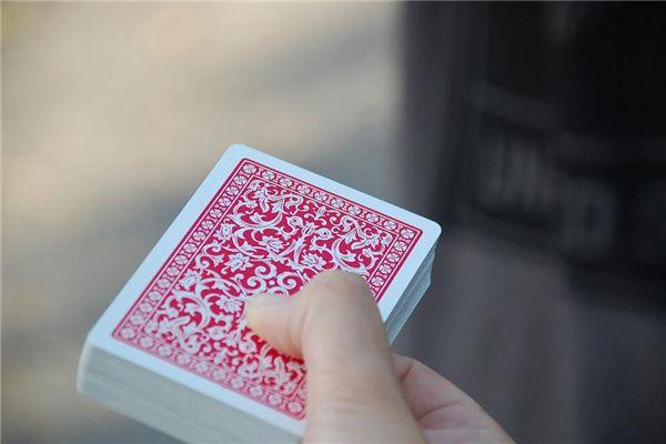 梦见扑克牌