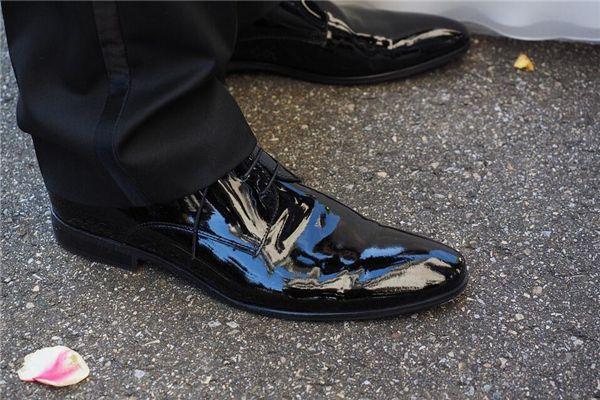梦见黑皮鞋