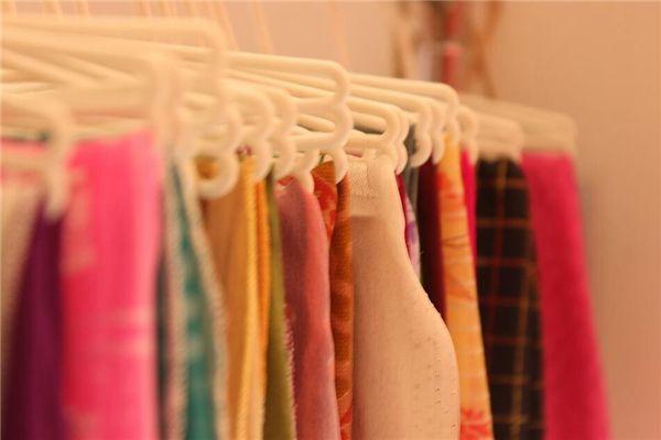 梦见很多旧衣服