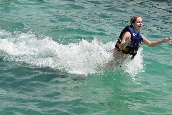 梦见在水里行走