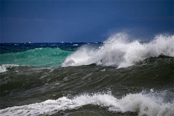 梦见很大的海啸