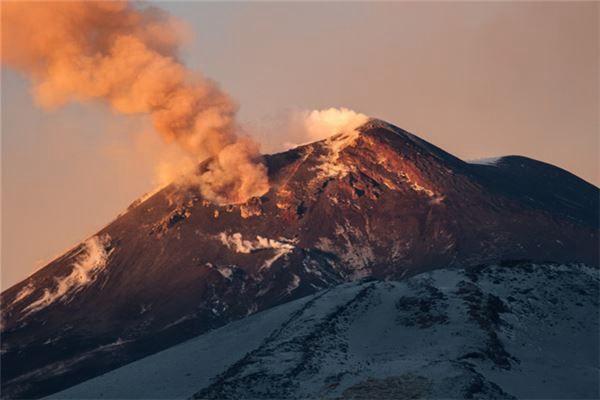 梦见在火山下面行走