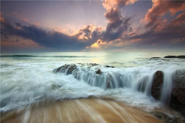 梦见水流连绵不断