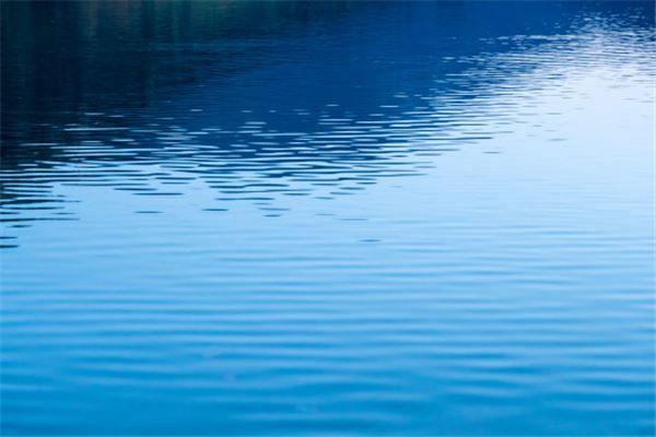 梦见水很深