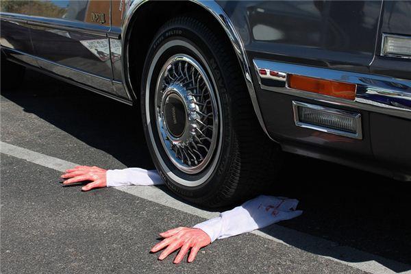 梦见别人开车撞死人是什么意思