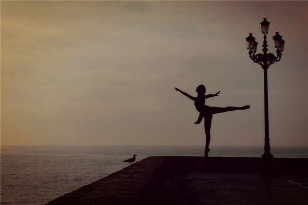 梦见自己跳舞