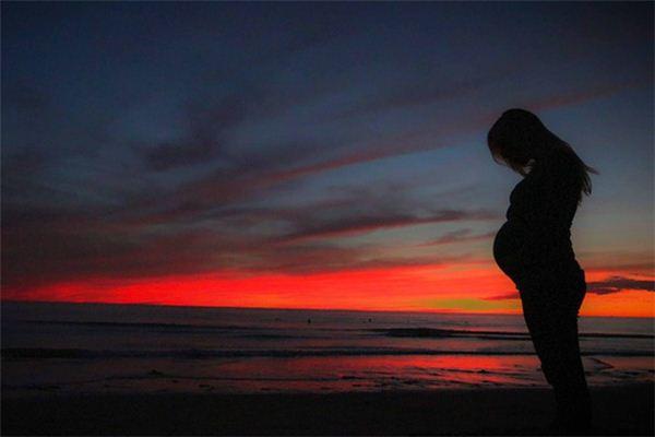梦见自己怀孕快生孩子