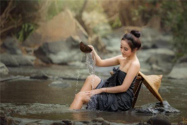 梦见女人洗澡是什么意思
